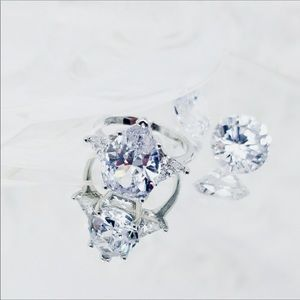 2.5 CT MARQUIS DIAMOND w/2CT TRILLIONS SIZE 7.5